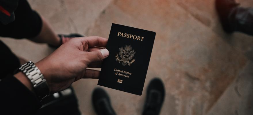 Person holding a U.S. Passport
